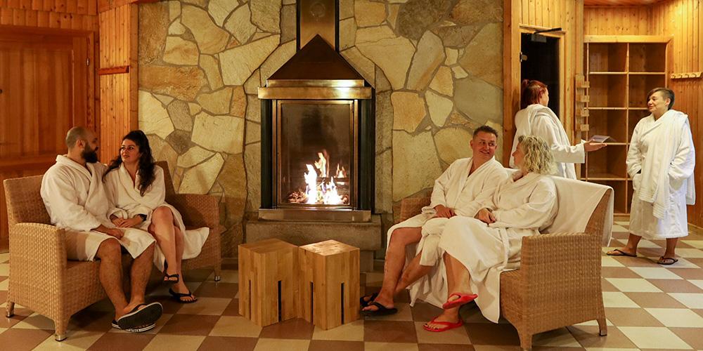 Ruheraum vor den Biofire Saunen