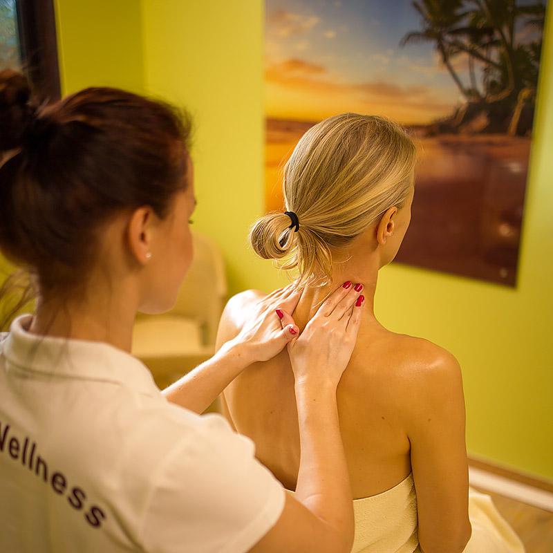 Klassische Massage Schulter Nacken