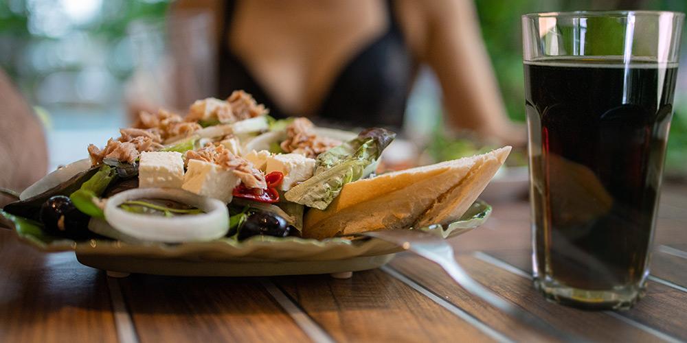 frisch zubereitete Speisen im Tropicana Bistro