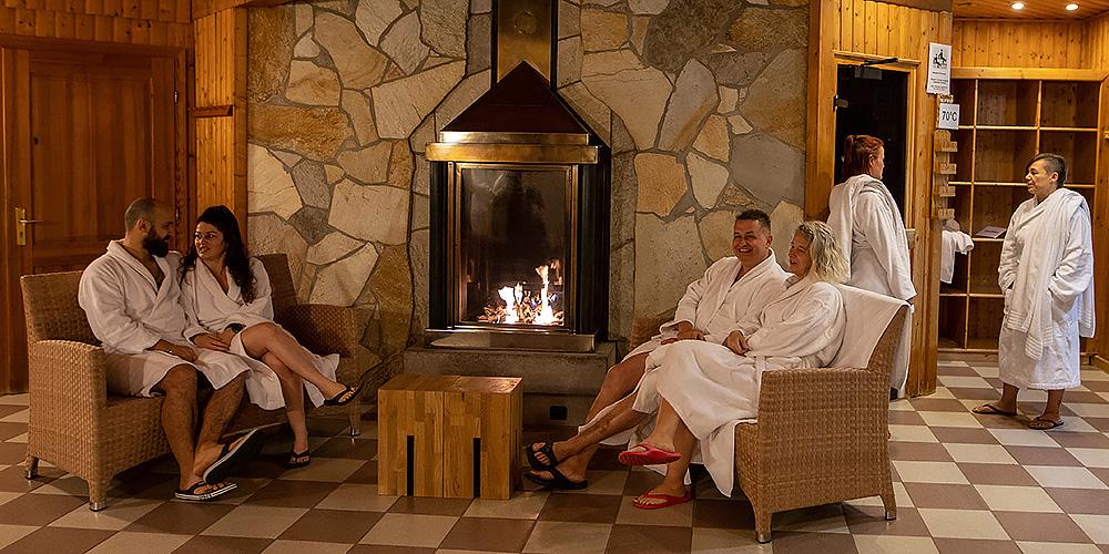 Ruheraum vor der Biofire Sauna