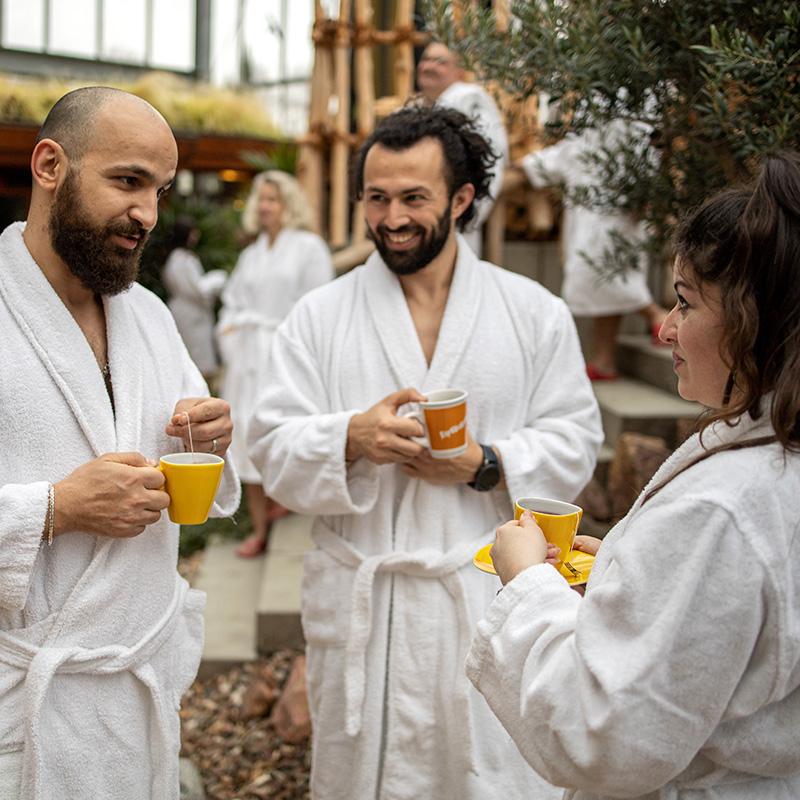 Gespräch im Saunagarten
